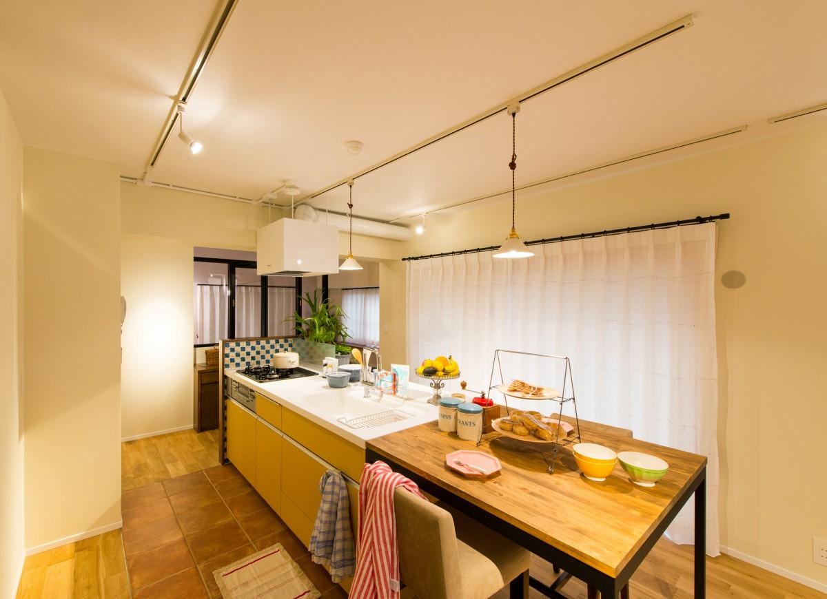 ホームパーティにも最適なアイランドキッチンにリノベーション