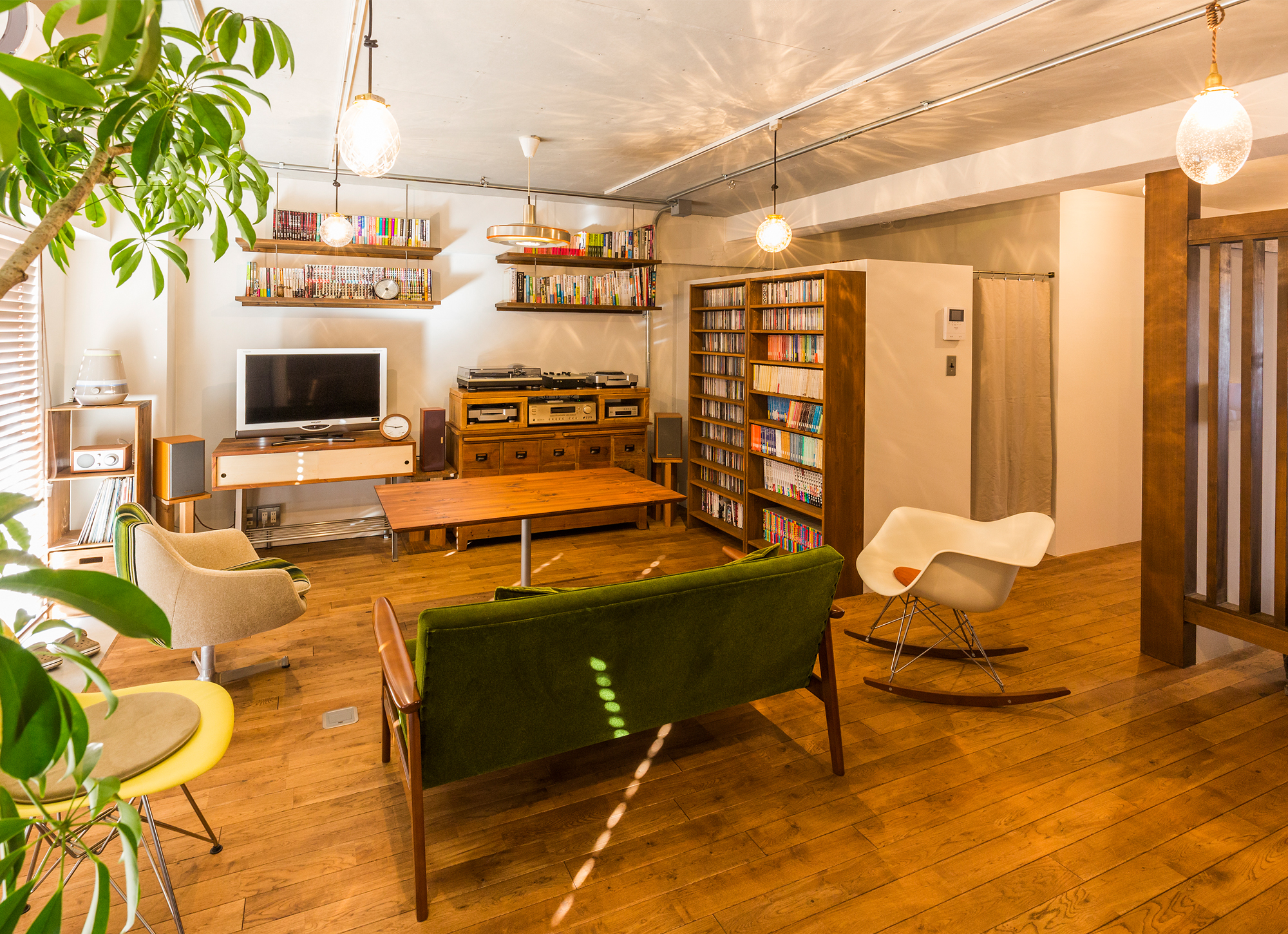 こだわりの家具が佇むレトロモダンなリノベーション空間