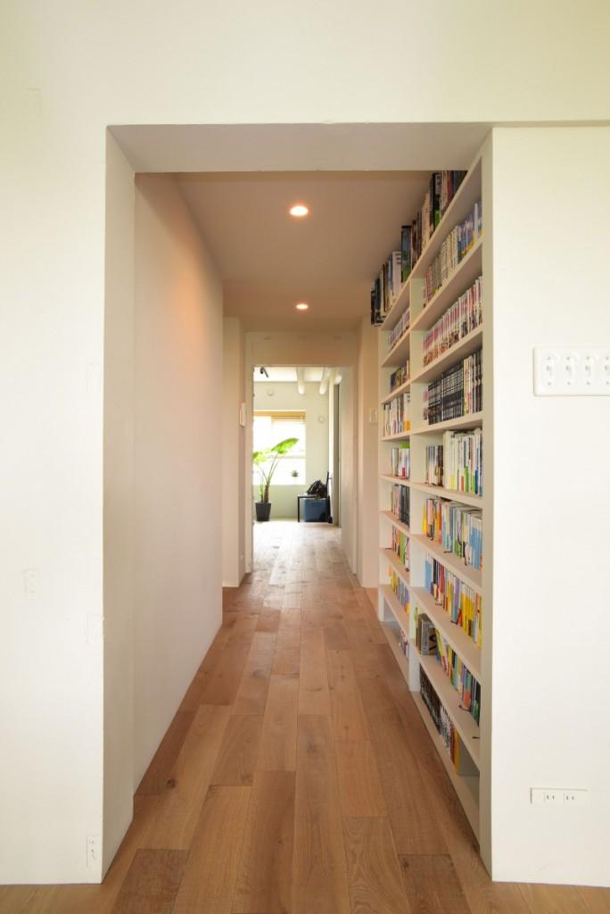 廊下にある本棚